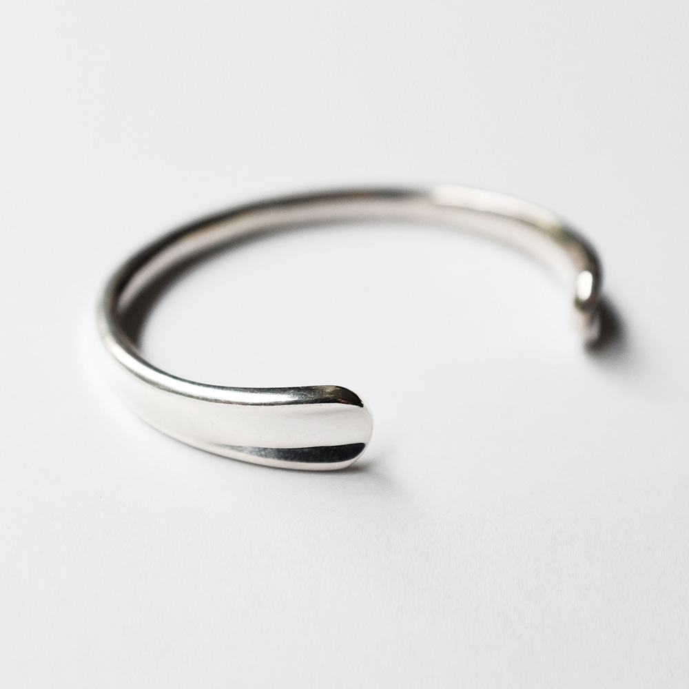 Memorable Wave Bracelet