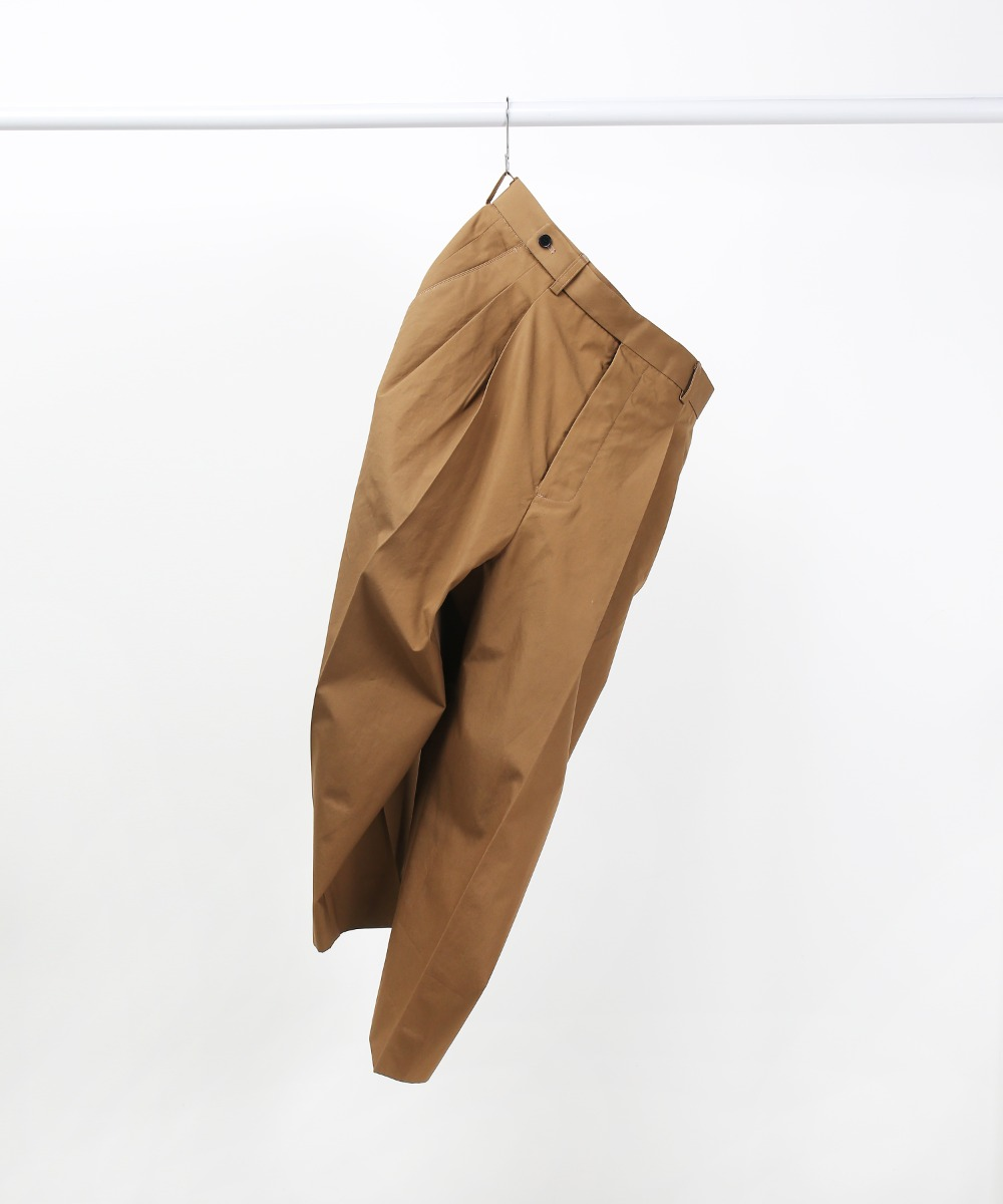 brown two-tuck loose tapered pants
